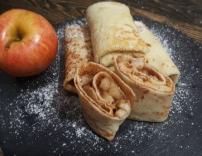 Млинці з яблуком та корицею